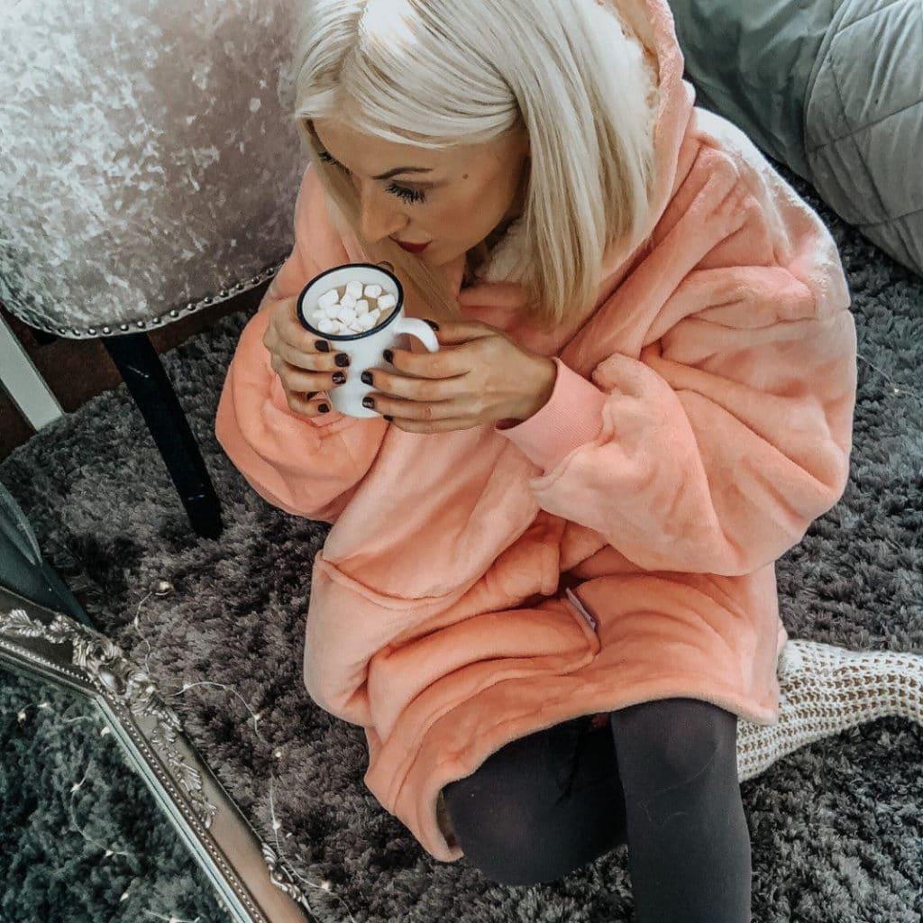 Girl with pink Hoodie-Blanket